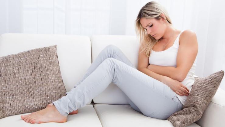 Болит копчик и опухло: причины и лечение