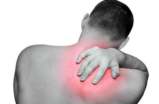 Болит позвоночник между лопатками и кружится голова