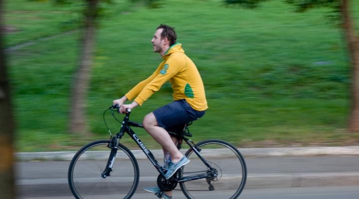 Можно ли ездить на велосипеде при грыже позвоночника: когда и как