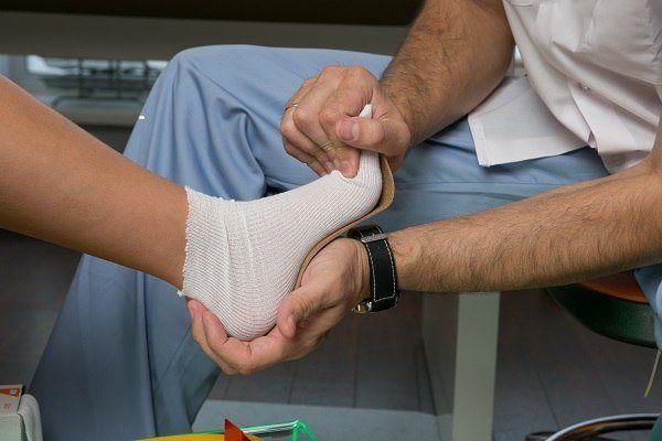 К какому врачу обратиться с плоскостопием