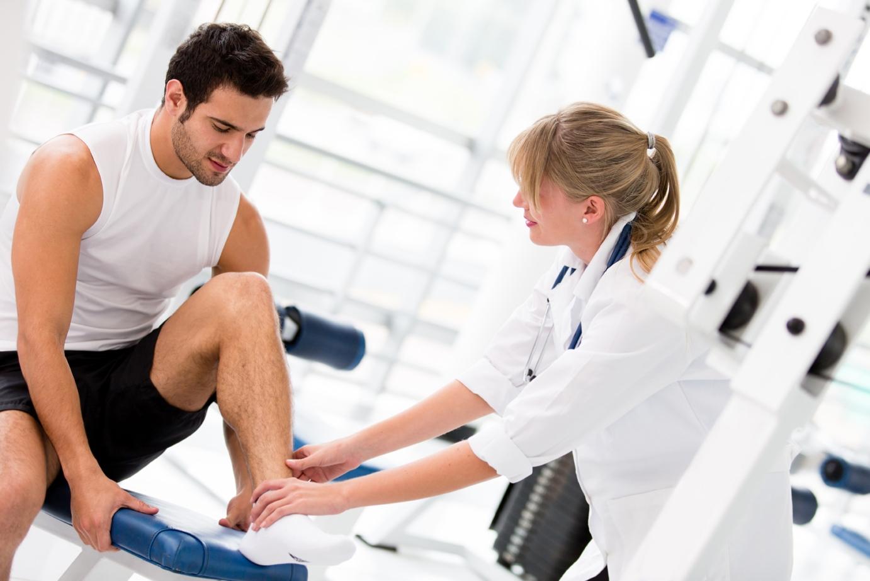 ЛФК при разрыве связок голеностопного сустава: упражнения при растяжении волокон ноги, физиотерапия после травмы