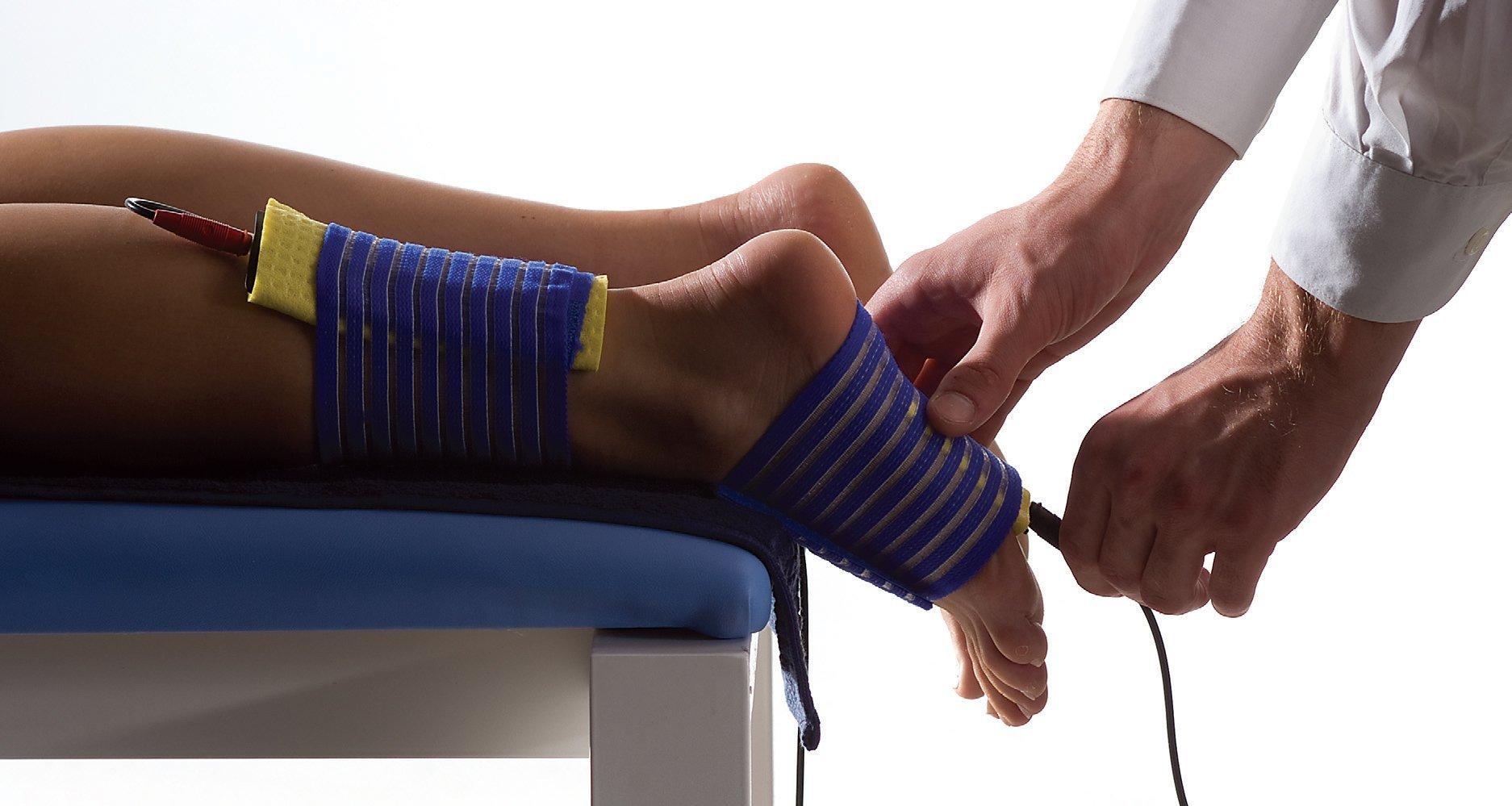 Трещина в щиколотке симптомы сколько срастается и сколько ходить в гипсе