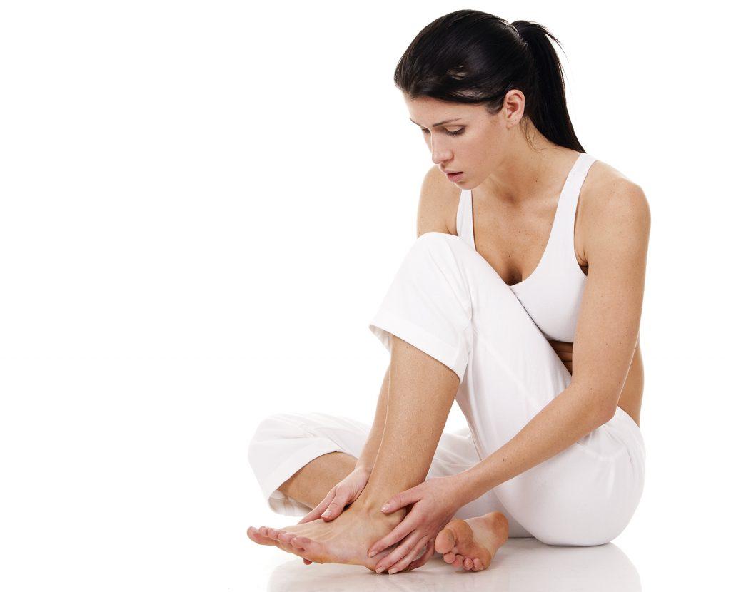 Массаж стопы после перелома пятки. Восстановление функциональности ноги после перелома пятки. Когда можно наступать на ногу