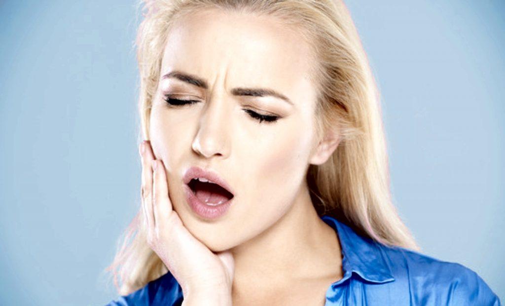 Почему сводит челюсти и зубы при зевании, жевании или анестезии, в чем причины тризма жевательных мышц?